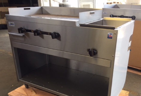 "36"" Catering Cart with cabinet, griddle and steamer"